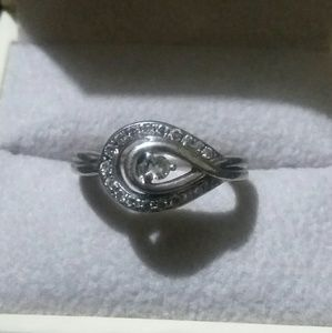 sz 5.5 ~ Kay Jewelers sterling Love's Embrace ring